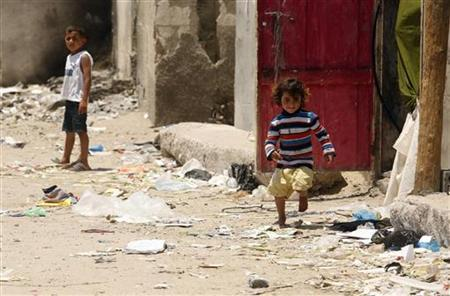Palestinian children play at Shati refugee camp in Gaza City June 14, 2011. REUTERS/Ismail Zaydah