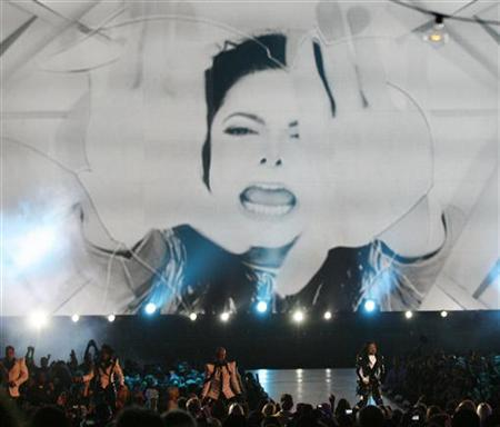 Janet Jackson (R) performs during a tribute to Michael Jackson at the 2009 MTV Video Music Awards in New York, September 13, 2009. REUTERS/Gary Hershorn