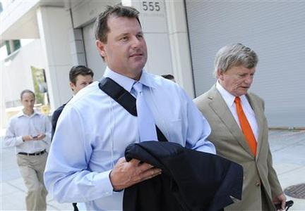Former Major League Baseball pitcher Roger Clemens walks down a sidewalk with his attorney Rusty Hardin (R) after a hearing leading up to his trial on charges that he lied to Congress about performance-enhancing drug use, from the federal courthouse in Washington, July 5, 2011. REUTERS/Jonathan Ernst