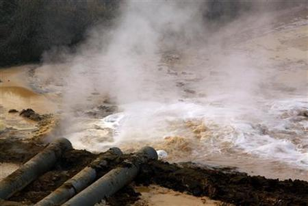 Pipes coming from a rare earth smelting plant spew polluted water into a vast tailings dam near Xinguang Village, located on the outskirts of the city of Baotou in China's Inner Mongolia Autonomous Region in this October 31, 2010 picture.REUTERS/David Gray