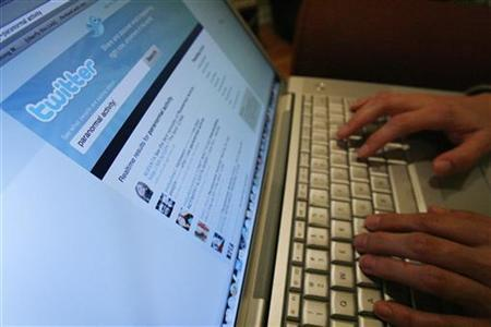 A Twitter page is displayed on a laptop computer in Los Angeles October 13, 2009. REUTERS/Mario Anzuoni
