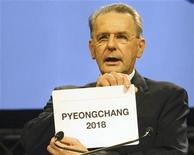 <p>El presidente del COI, Jacques Rogge, duante el anuncio de PyeongChang como la sede de los Juegos Olímpicos de Invierno 2018, en Durban, Sudáfrica, jul 6 2011. La ciudad surcoreana Pyeongchang fue elegida el miércoles en una votación del Comité Olímpico Internacional (COI) como sede de los Juegos de Invierno de 2018, superando a la francesa Annecy y a la alemana Múnich. REUTERS/Kim Ludbrook/Pool</p>