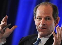<p>Foto de archivo del ex gobernador de Nueva York Eliot Spitzer durante un panel de discusión sobre economía en Washington, sep 14 2009. CNN canceló el programa de entrevistas conducido por el ex gobernador de Nueva York Eliot Spitzer, pese a que sufrió un gran recambio hace menos de seis meses. REUTERS/Jonathan Ernst</p>