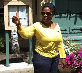Oprah Winfrey gives a thumbs-up to the media while attending the third day of the Allen and Company Sun Valley Conference in Sun Valley, Idaho July 8, 2011. REUTERS/Anthony Bolante