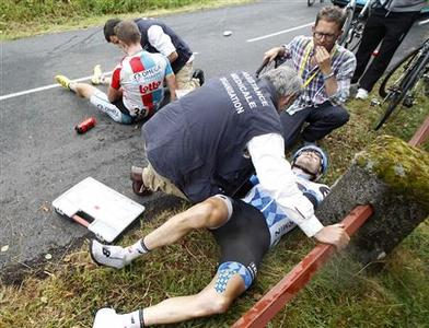 Omega Pharma Lotto rider Frederik Willems (top) of Belgium and Garmin Cervello rider David Zabriskie of the U.S. lie injured after a crash during the ninth stage of the Tour de France 2011 cycling race from Issoire to Saint-Flour July 10, 2011. REUTERS/Stefano Rellandini
