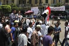 <p>Protesters chant slogans against the government and military rulers in Tahrir square in Cairo July 11, 2011. REUTERS/Asmaa Waguih</p>