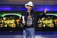 <p>Singer Brad Paisley accepts the Male Vocalist of the Year award at the 46th annual Academy of Country Music Awards in Las Vegas April 3, 2011. REUTERS/Steve Marcus</p>