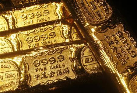 Five-tael (6.65 ounces or 190 grams) gold bars are seen at a jewellery store in Hong Kong in this April 21, 2011 illustration photo. REUTERS/Bobby Yip