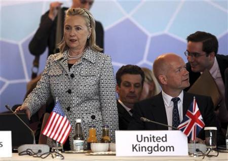 Secretary of State Hillary Clinton (L) and British Foreign Secretary William Hague attend the Libya contact group meeting in Istanbul July 15, 2011. REUTERS/Osman Orsal