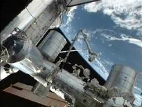 <p>Imagen de la NASA del Transbordador espacial Atlantis acoplado junto a la Estación Espacial Internacional. La tripulación de misión final de transbordador de la NASA cerró el lunes la escotilla de la Estación Espacial Internacional por última vez antes de iniciar el regreso a la Tierra. REUTERS/NASA/Handout Imagen para uso no comercial, ni ventas, ni archivos. Solo para uso editorial. No para su venta en marketing o campañas publicitarias. Esta imagen fue entregada por un tercero y es distribuida, exactamente como fue recibida por Reuters, como un servicio para clientes.</p>