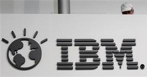 <p>IBM a publié un bénéfice trimestriel en hausse de 8%, à 3,66 milliards de dollars, par rapport à l'année précédente. Le leader mondial des services informatiques a en outre fait état d'un chiffre d'affaires en progrès de 12% à 26,7 milliards de dollars, nettement au-dessus du consensus. /Photo d'archives/REUTERS/Tobias Schwarz</p>