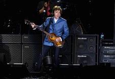 <p>Foto de archivo del cantautor británico Paul McCartney durante un concierto en Nueva York, jul 15 2011. Un documental sobre las experiencias de Paul McCartney en Nueva York inmediatamente después de los ataques del 11 de septiembre de 2001 se estrenará la víspera del décimo aniversario de los actos terroristas, informó el canal de televisión Showtime. REUTERS/Lucas Jackson</p>