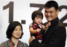 <p>NBA player Yao Ming holds his daughter Qin Lei next to his wife Ye Li during a news conference to announce his retirement from basketball, in Shanghai July 20, 2011. Yao, who ignited China's interest in the NBA and became one of Asia's best-known athletes, announced his retirement from basketball on Wednesday. The 30-year-old had been widely expected to retire after he told the Houston Rockets he would not be returning next season after two years blighted by injuries. REUTERS/Carlos Barria (CHINA - Tags: SPORT BASKETBALL)</p>