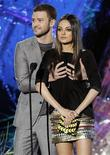 <p>Presenters Justin Timberlake and Mila Kunis perform a comedy bit at the 2011 MTV Movie Awards in Los Angeles, June 5, 2011. REUTERS/Mario Anzuoni</p>