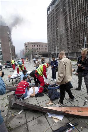 Rescue officials tend to a wounded man after a powerful explosion rocked central Oslo, July 22, 2011. REUTERS/Holm Morten/Scanpix