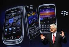 <p>Mike Lazaridis, president and co-chief executive officer of Research in Motion, speaks at the RIM Blackberry developers conference in San Francisco, California September 27, 2010. REUTERS/Robert Galbraith</p>