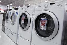 <p>Washers and dryers are seen on display at a store in New York July 28, 2010. REUTERS/Shannon Stapleton</p>