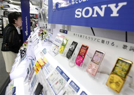 A woman looks at Sony Corp's portable music players displayed at an electronics store in Tokyo July 28, 2011. REUTERS/Yuriko Nakao