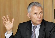 <p>Gervais Pellissier, directeur financier de France Télécom. L'opérateur télécoms a annoncé l'engagement d'un processus en vue d'une éventuelle cession d'Orange Suisse, une opération qui pourrait lui rapporter 1,5 milliard d'euros et donner lieu à des retours supplémentaires aux actionnaires du groupe. /Photo prise le 20 mai 2010/REUTERS/Jacky Naegelen</p>