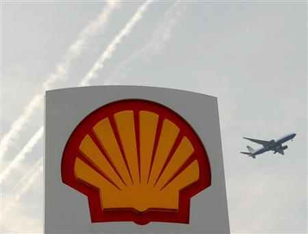 A Shell logo is seen at a petrol station in London, in this file photo taken April 28, 2010. Royal Dutch Shell Plc reported a big jump in second-quarter net profits helped by new projects which the company said would drive production growth in coming years. Shell said second-quarter current cost of supply net income rose 77 percent to $8.00 billion, driven by higher oil prices and helped by non-cash accounting gains and asset sales. REUTERS/Toby Melville/Files
