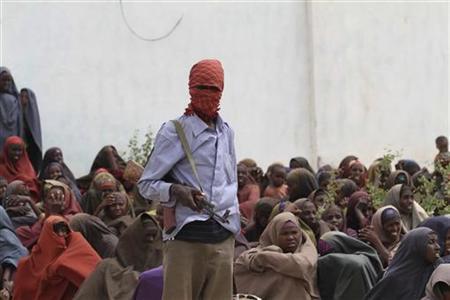 Ein Mitglied der islamistischen Al-Shabaab-Miliz am 6. Juli 2011 in einem somalischen Flüchtlingslager in Shebelle. REUTERS/Feisal Omar