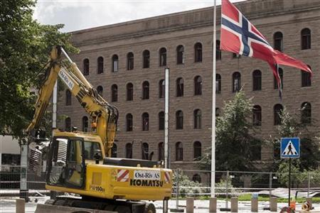 Machinery is pictured at government quarters, the site of a bomb attack last Friday, in the centre of Oslo July 28, 2011. REUTERS/Aleksander Andersen/Scanpix