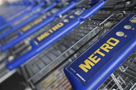 Shopping carts of Germany's biggest retailer Metro AG are lined up at a Metro cash and carry market in the western German city of Sankt Augustin near Bonn May 5, 2010. REUTERS/Wolfgang Rattay