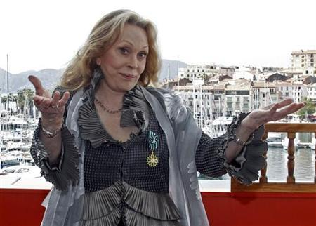 Actress Faye Dunaway poses after receiving The Legion of Honour from French Minister of Culture Frederic Mitterand at a ceremony held during the 64th Cannes Film Festival in Cannes, May 15, 2011. REUTERS/Jean-Paul Pelissier