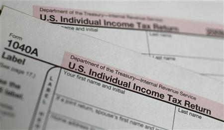 A U.S. 1040A Individual Income Tax form is seen at a U.S. Post office in New York April 15, 2010. REUTERS/Mike Segar