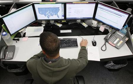 Josh Mayeux, network defender, works at the Air Force Space Command Network Operations & Security Center at Peterson Air Force Base in Colorado Springs, Colorado July 20, 2010. REUTERS/Rick Wilking