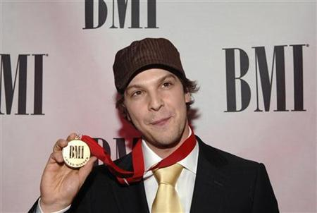 Recording artist Gavin DeGraw arrives at the 54th annual BMI Pop Awards held at the Regent Beverly Wilshire Hotel in Beverly Hills, California May 16, 2006. REUTERS/Phil McCarten