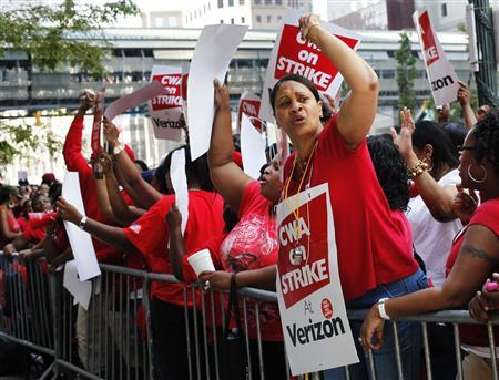 Workers rally outside Verizon headquarters in New York August 8, 2011. REUTERS/Shannon Stapleton