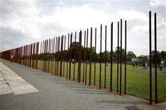 <p>A general view shows the Berlin Wall memorial site in Bernauer Strasse, June 16, 2011. REUTERS/Fabrizio Bensch</p>