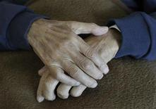<p>The hands of a pensioner are pictured during an afternoon nap at a residential home for the elderly in Eichenau near Munich June 21, 2011. Picture taken June 21. REUTERS/Michaela Rehle</p>