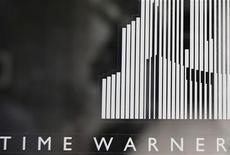 <p>Foto de archivo de la entrada del centro Time Warner en Columbus Circle en Nueva York, ago 4 2010. Time Warner Cable dijo que comprará al operador de televisión por cable Insight Communications a Carlyle Group por 3.000 millones de dólares en efectivo, para ampliar su presencia en la región central de Estados Unidos. REUTERS/Shannon Stapleton</p>