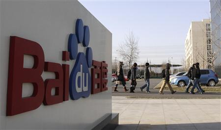 Employees walk past the logo of Baidu outside its headquarters in Beijing in this December 15, 2010 file photo. REUTERS/Soo Hoo Zheyang