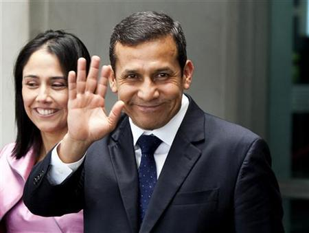 Peruvian President-elect Ollanta Humala waves as he walks from the State Department after meeting with U.S. Secretary of State Hillary Clinton in Washington July 6, 2011. REUTERS/Joshua Roberts