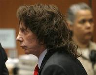 <p>Music producer Phil Spector stands in court after he was convicted of second-degree murder in Los Angeles April 13, 2009. REUTERS/Al Seib/Pool</p>