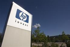 <p>Hewlett-Packard a fait une offre de rachat jeudi sur l'éditeur britannique de logiciels Autonomy et a évoqué la possible scission du groupe avec sa branche de PC. /Photo d'archives/REUTERS/Denis Balibouse</p>