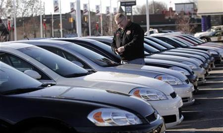 A potential customer looks at a 2009 Chevrolet Impala sedan at a car dealership in Dearborn, Michigan December 29, 2008. REUTERS/Rebecca Cook