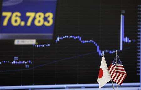 Japan and United States national flags are seen near monitors displaying the Japanese yen's exchange rate against the U.S. dollar (top L) and the recent movement of the Japanese yen's exchange rate against the U.S. dollar at a foreign exchange trading company in Tokyo August 22, 2011. REUTERS/Toru Hanai