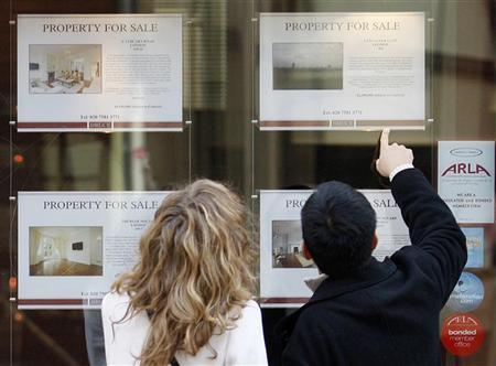 People view properties advertised for sale in the window of an estate agent in west London January 2, 2009. REUTERS/Stephen Hird