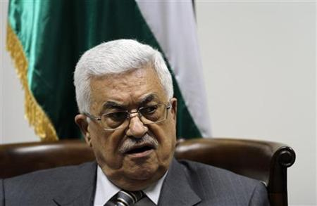 Palestinian President Mahmoud Abbas attends a meeting with a 40-member delegation of Palestinian doctors in the West Bank city of Ramallah September 6, 2011, before they leave on an aid mission to Libya. REUTERS/Mohamad Torokman