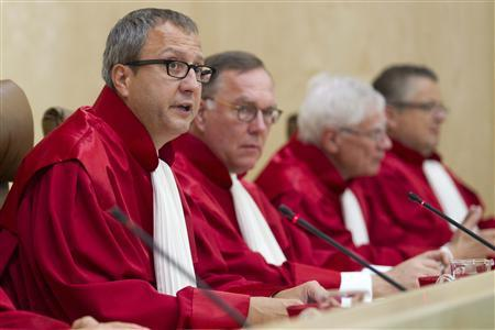 President of the German Constitutional Court Andreas Vosskuhle (L) pronounces judgment on euro bailouts at the German Constitutional Court in Karlsruhe September 7, 2011. REUTERS/Alex Domanski