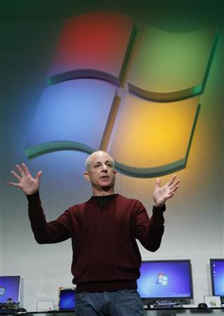 Steven Sinofsky, president of Windows and Windows Live Division at Microsoft, talks about the next version of Windows running on System on a Chip (SoC) architectures at a news briefing at the Consumer Electronics Show (CES) in Las Vegas January 5, 2011. REUTERS/Rick Wilking