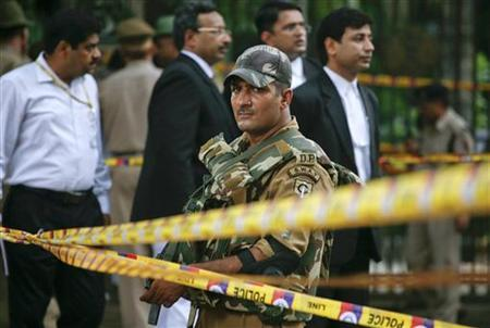 A Special Weapons And Tactics member from the Delhi police keeps vigil after cordoning off the site of a bomb blast outside the High Court in New Delhi September 7, 2011. REUTERS/Parivartan Sharma