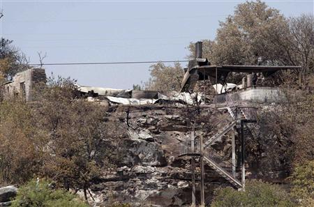 The remains of a house in the Paleface Pedernales community that was burnt to the ground by a wildfire is seen in Spicewood, Texas September 7, 2011. REUTERS/Brandon Wade
