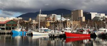 <p>Fishing boats and pleasure crafts are seen docked at Constitution Dock in Hobart August 28, 2011. REUTERS/Martin Passingham</p>