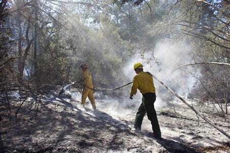 Firefighters work on sections of the 35,000-acre wildfire in Bastrop, Texas, September 8, 2011. REUTERS/Ben Sklar