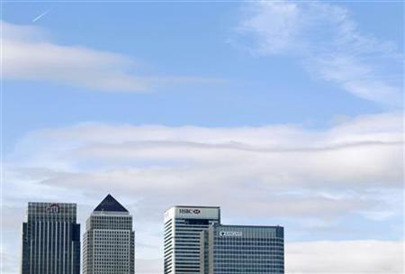 Hochäuser von Banken im Londoner Geschäftsviertel Canary Wharf am 21. Oktober 2010. REUTERS/Luke MacGregor